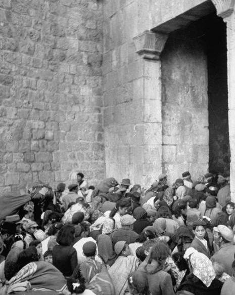 1948-i_-les-destructions-causees-par-les-troupes-arabes-provoquent-la-fuite-des-juifs-de-jerusalem-par-la-porte-de-sion-_juin-48