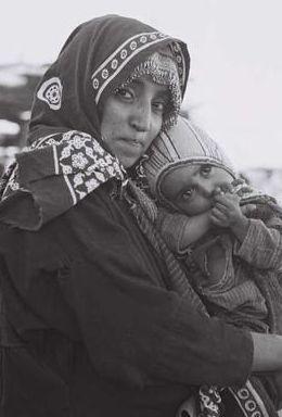 Maman et son enfant, originaire du Yemen, au camp de Hased. 1948