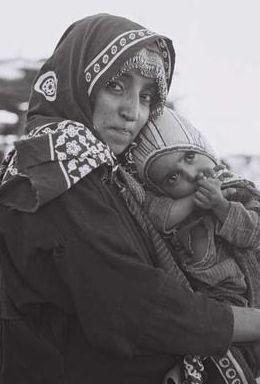 Maman et son enfant, originaire du Yemen, au camp de Hased. 1948